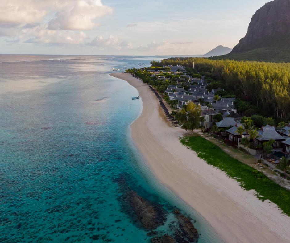 Mauritius, i cittadini donano capelli per combattere il danno all'ambiente