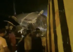 Volo Air India si schianta a Calcutta: 190 i passeggeri, diversi morti - VIDEO