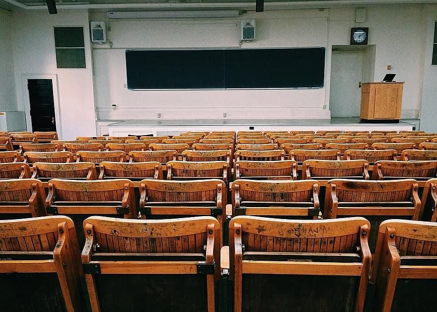 Covid, si svuotano le città universitarie: crolla la domanda di affitti