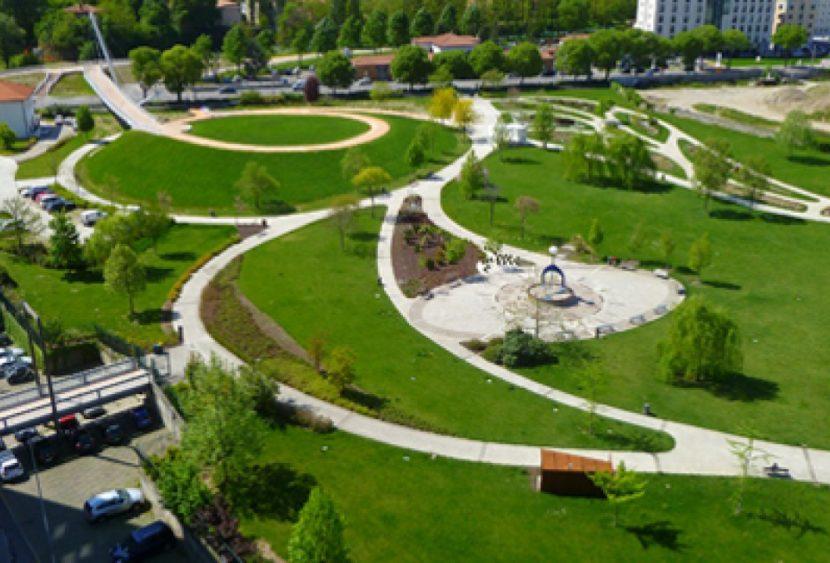 Nasce il giardino Alzheimer: demolito un parcheggio per creare un giardino