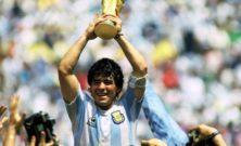 Diego Maradona, la vita, gli eccessi e i trofei: genio ribelle e simbolo di un calcio rivoluzionario