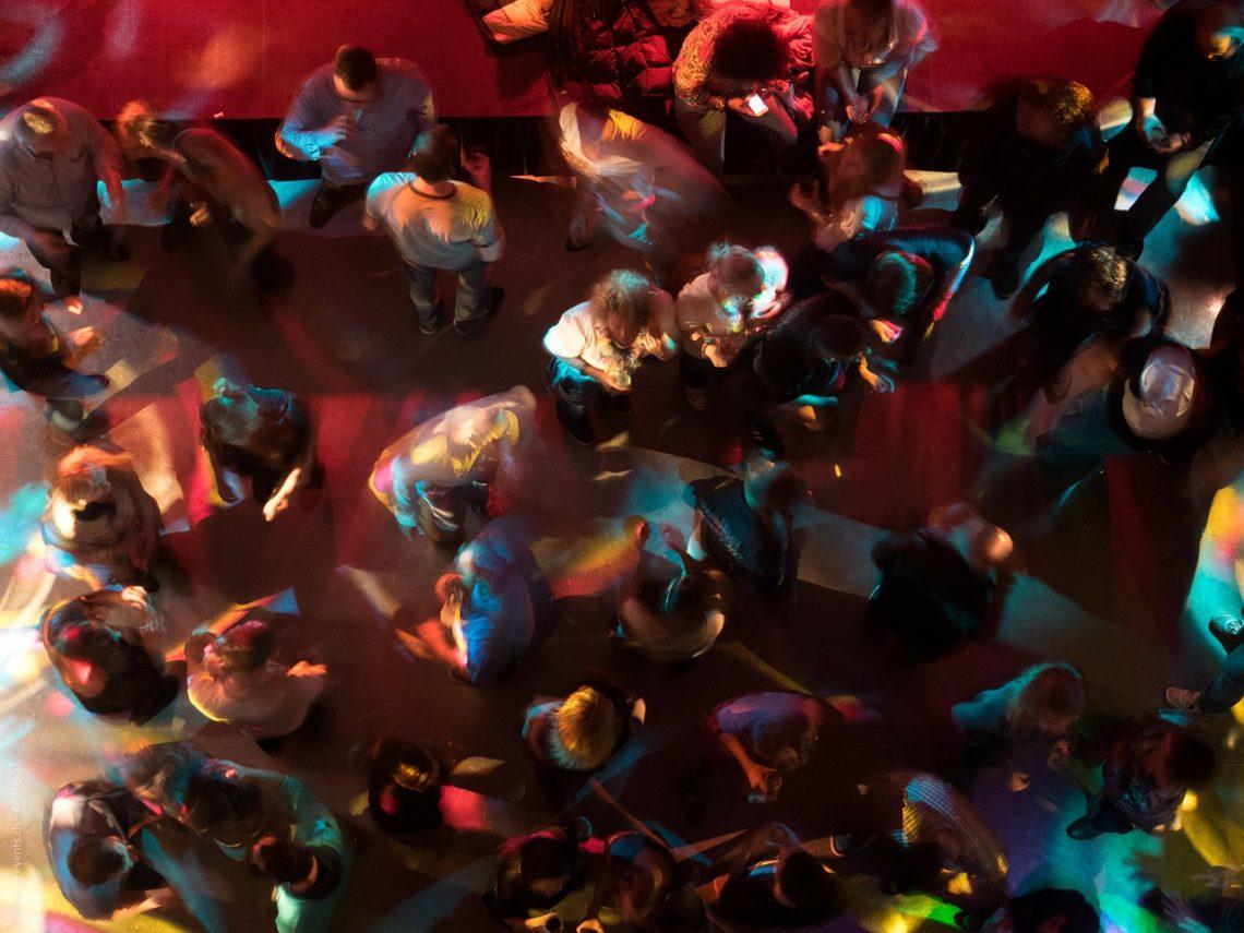 Torino: Festa di compleanno interrotta dagli agenti, sanzionati i giovani partecipanti