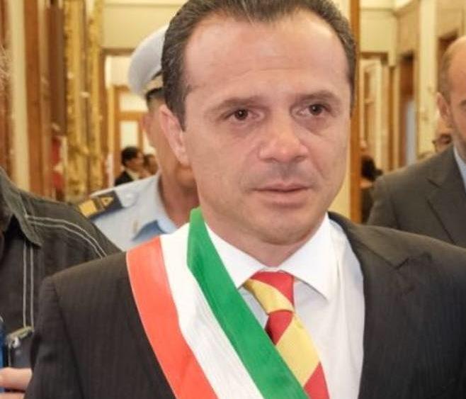 Il sindaco di Messina rassegna le proprie dimissioni con un post su Facebook