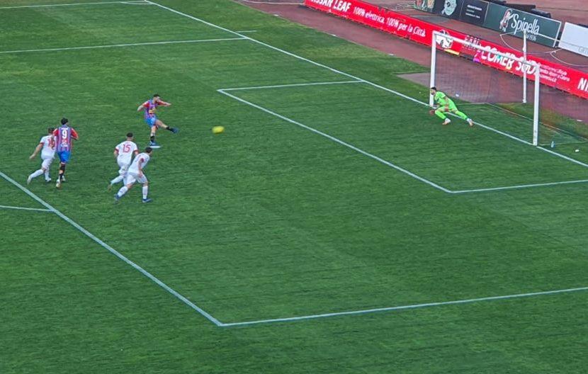 Catania: Dall'Oglio spreca un rigore allo scadere, è 1-1 contro il Bari