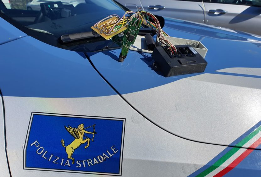 Scoperto dalla Polizia conducente con dispositivo cronotachigrafo alterato