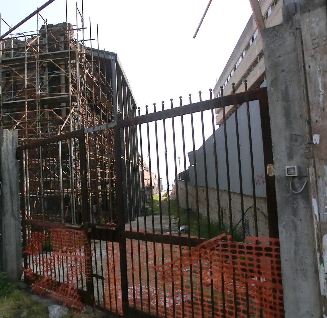 Catania, edifici abbandonati e incompiuti lungo il viale Africa