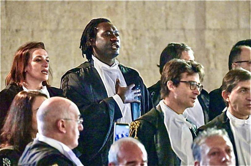 """""""Sei laureato?"""": lo chiede un giudice onorario a un avvocato nigeriano"""
