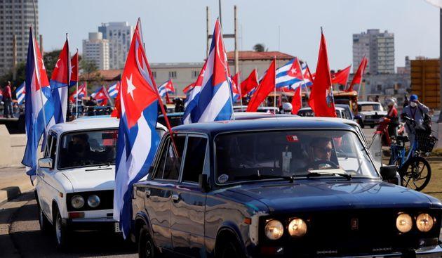 """L'Italia non aiuta gli """"Hermanos de Cuba"""": manifestazioni contro l'embargo"""