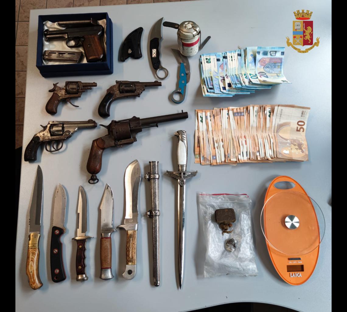 Torino: denunciato perché aveva a casa armi e droga