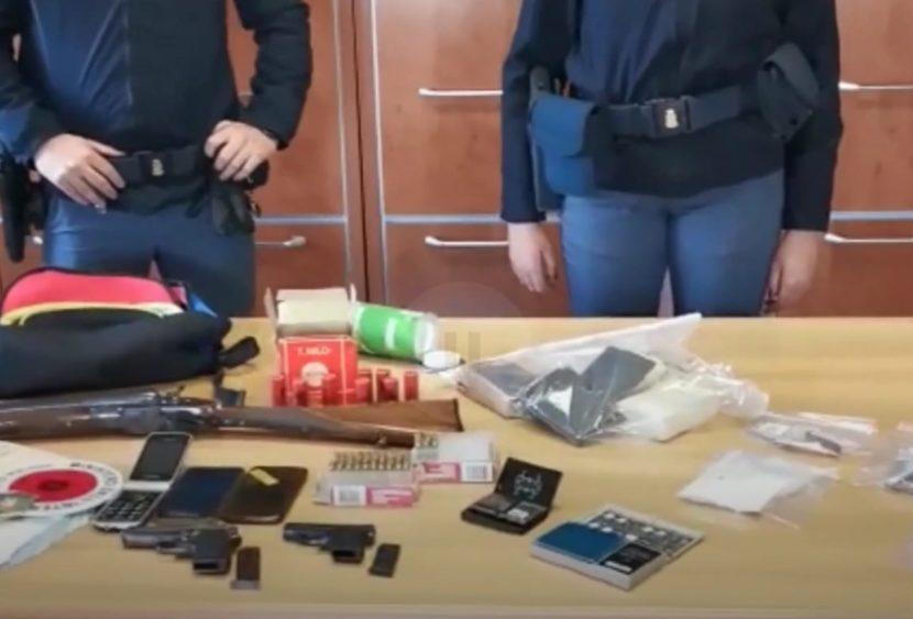 Armi, droga e munizioni in casa: arrestati due italiani