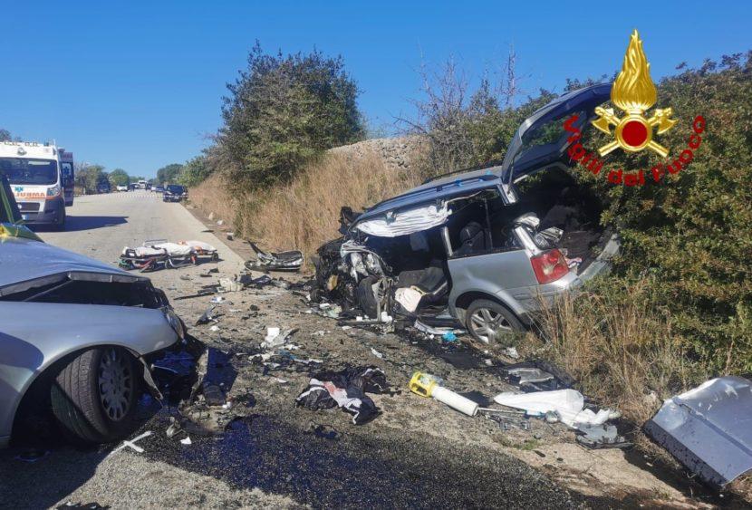 Siracusa, scontro fra tre auto sulla SP 14: morte due persone – FOTO
