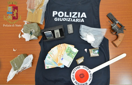 Modica, arrestato spacciatore e sequestrato grosso quantitativo di droga