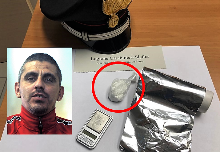 Catania, continuava a spacciare cocaina dai domiciliari