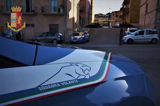 Torino, si introduce in un cortile privato e forza un auto