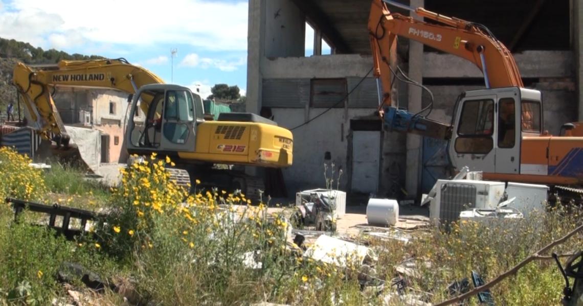 Melito Porto Salvo (RC), le forze dell'ordine sgomberano un campo rom abusivo