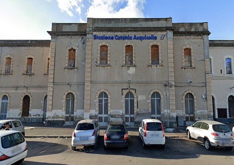 Catania, stazione Acquicella chiusa e abbandonata: bene architettonico da recuperare