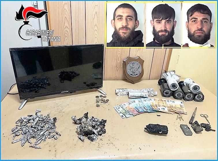 Catania, scoperto fortino della droga: tre i pusher arrestati