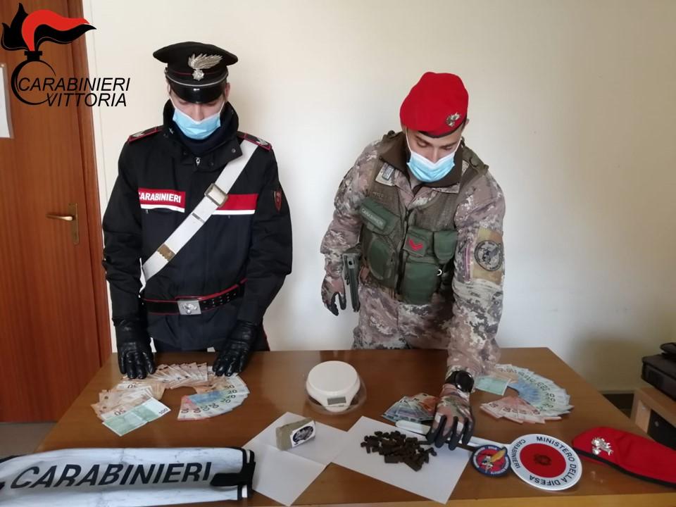 I Carabinieri di Vittoria (RG) arrestano un uomo per spaccio