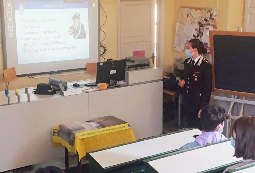 """I Carabinieri al liceo """"E. Boggio Lera"""" di Catania per parlare di legalità"""