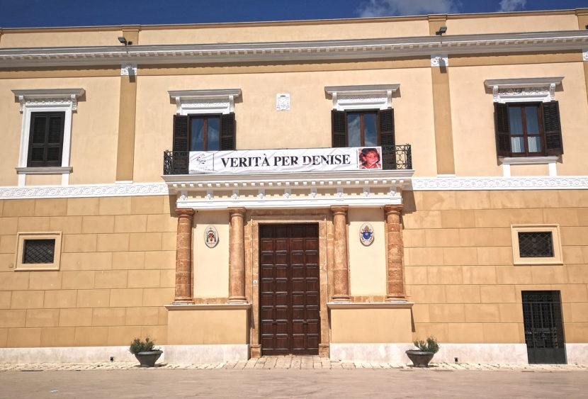 """Mazara del Vallo (TP): """"Verità per Denise"""", striscione al palazzo vescovile"""