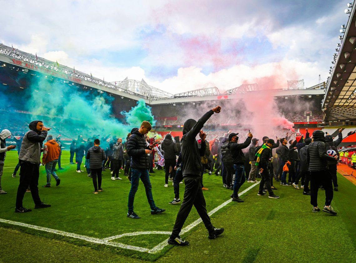 Premier League: proteste a Old Trafford e festa rimandata per il City