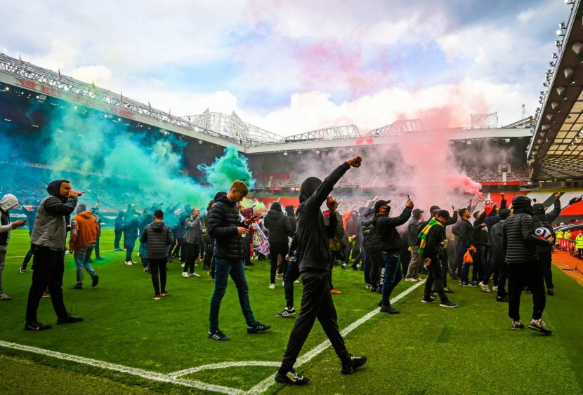 Premier League: proteste a Old Trafford e festa rimandata per il City