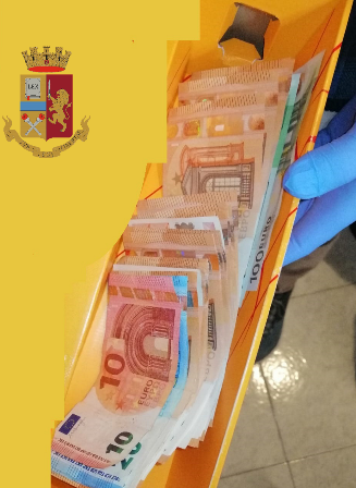 Torino, 1,5 kg di hashish e contanti nella scatola dello champagne: arrestato