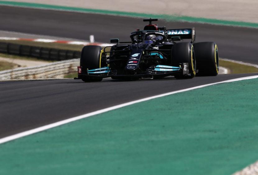 F1, Hamilton vince in Portogallo, delusione Sainz