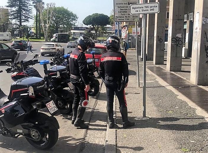 Catania, rapinano una prostituta: arrestati due uomini