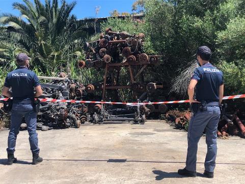 Catania, sequestrato un centro demolizioni veicoli abusivo