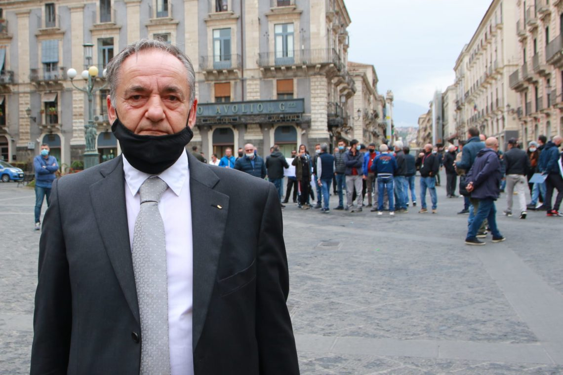 """Catania, protesta degli operatori dei mercatini: """"dialogo con il sindaco assente"""""""