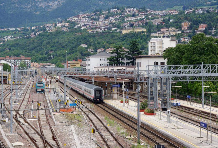 Trieste, aggredito da un cane in stazione mentre aspetta il treno