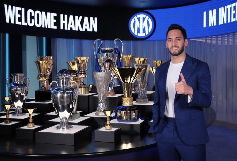 Serie A, Inter: ufficiale l'arrivo di Hakan Calhanoglu