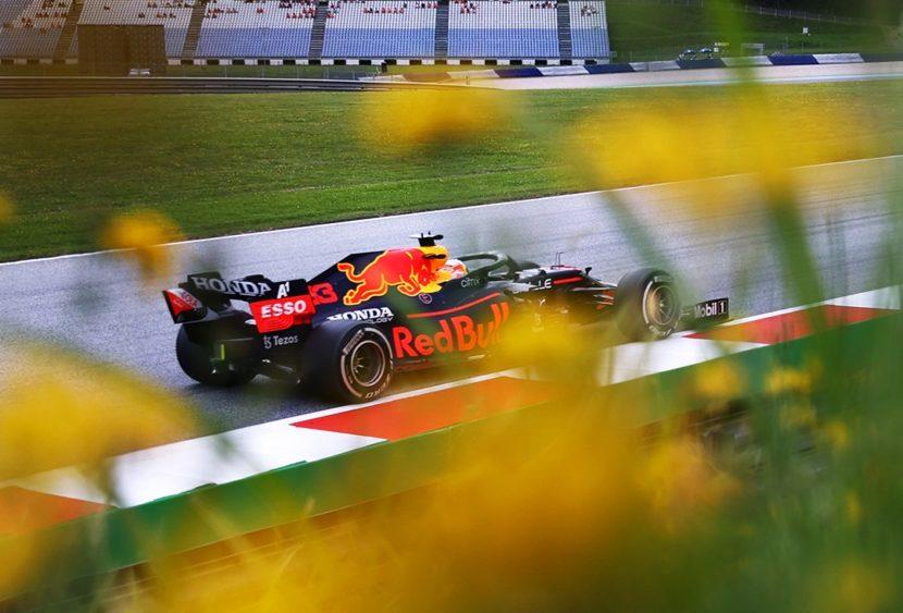 F1, Max Verstappen conquista la pole in Austria: Ferrari molto indietro