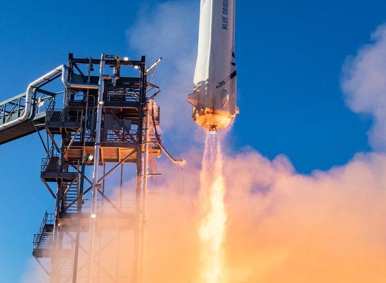 28 milioni di dollari per un viaggio in orbita con Jeff Bezos