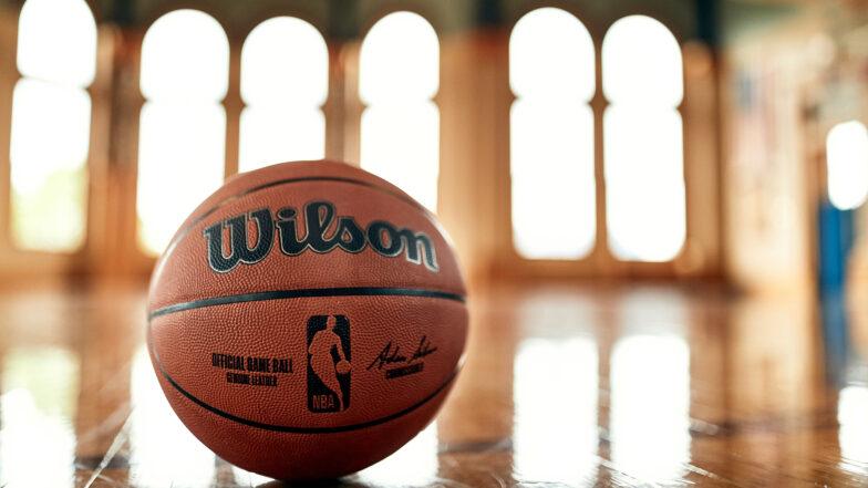 NBA: finisce l'era Spalding, si torna al passato con Wilson