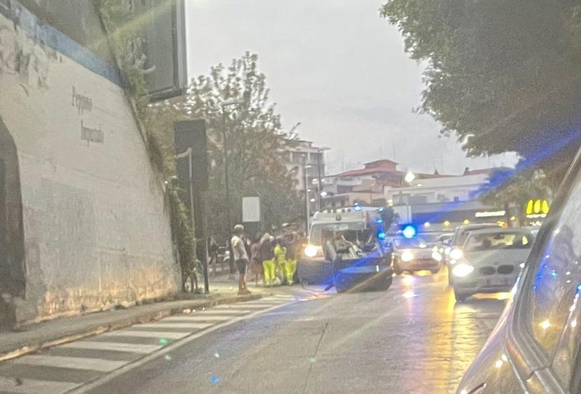 Catania, incidente sulla Circonvallazione: giovani coinvolti, minicar si ribalta