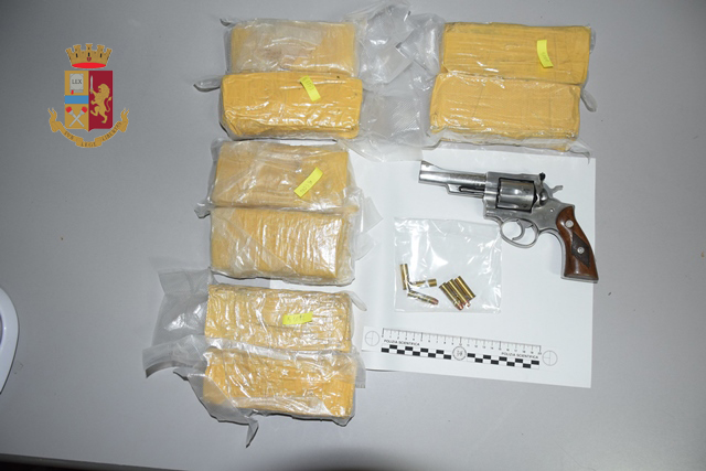 Lecce, trasportava armi e droga: arrestato dalla Polizia di Stato