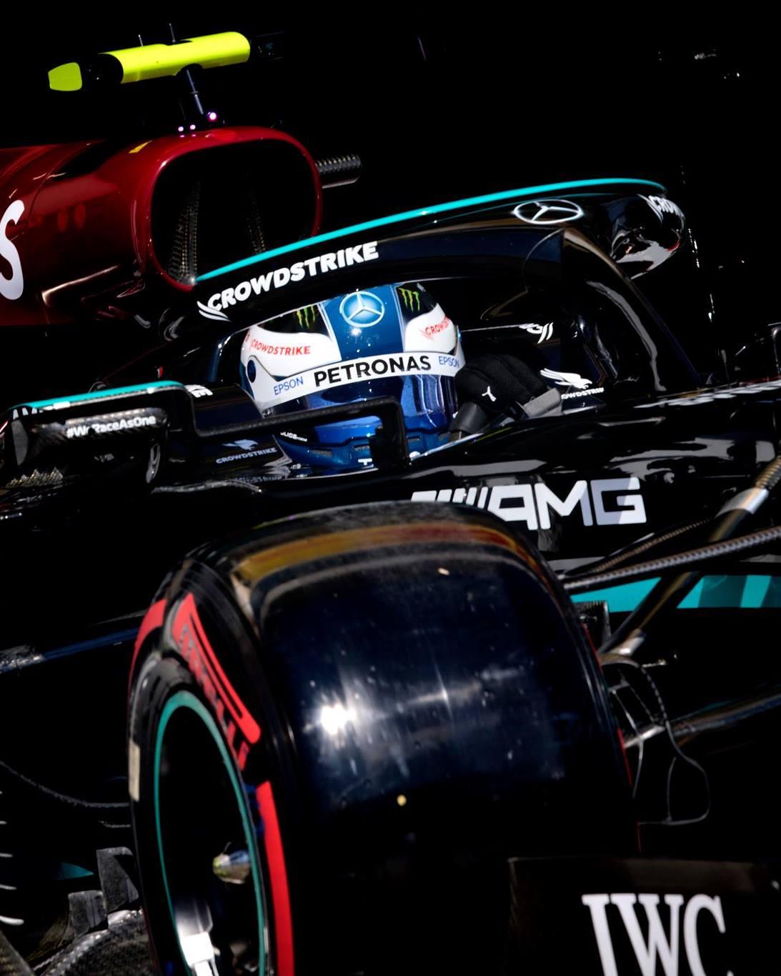 F1, Lewis Hamilton ancora re in Ungheria: è pole! Sainz a muro in Q2.