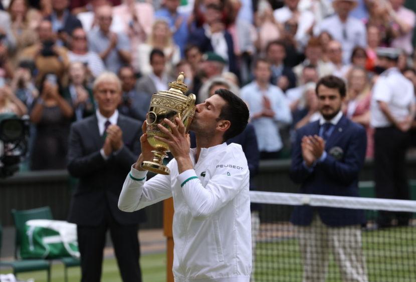Wimbledon: un fenomenale Djokovic batte Berrettini in quattro set