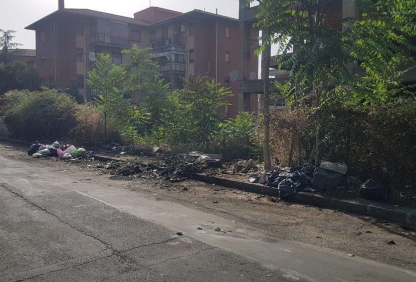 Catania, cassonetti bruciati a San Giovanni Galermo