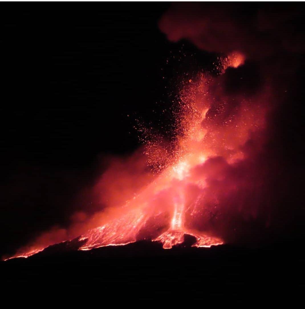 Catania, la città è ricoperta di cenere con gravi rischi per viabilità