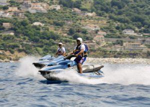 Messina, gli acquascooter della Polizia vigilano sul litorale