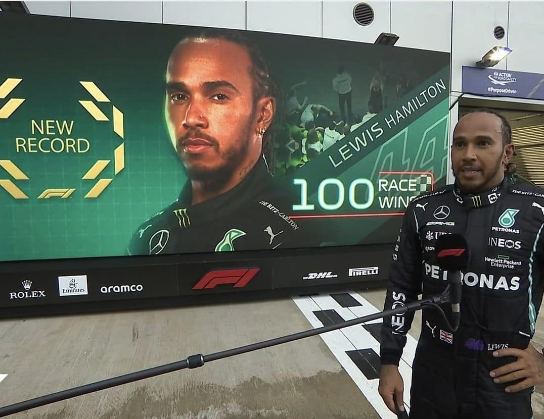 F1, Hamilton vince in Russia e fa 100 in carriera: Max 2° e Sainz 3°