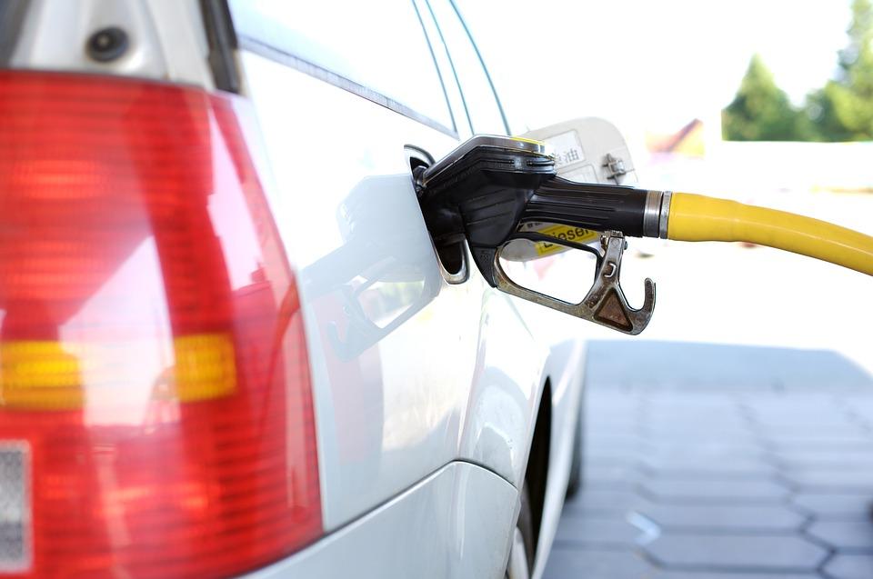 Costo della benzina alle stelle: raggiunto il prezzo più alto degli ultimi 7 anni